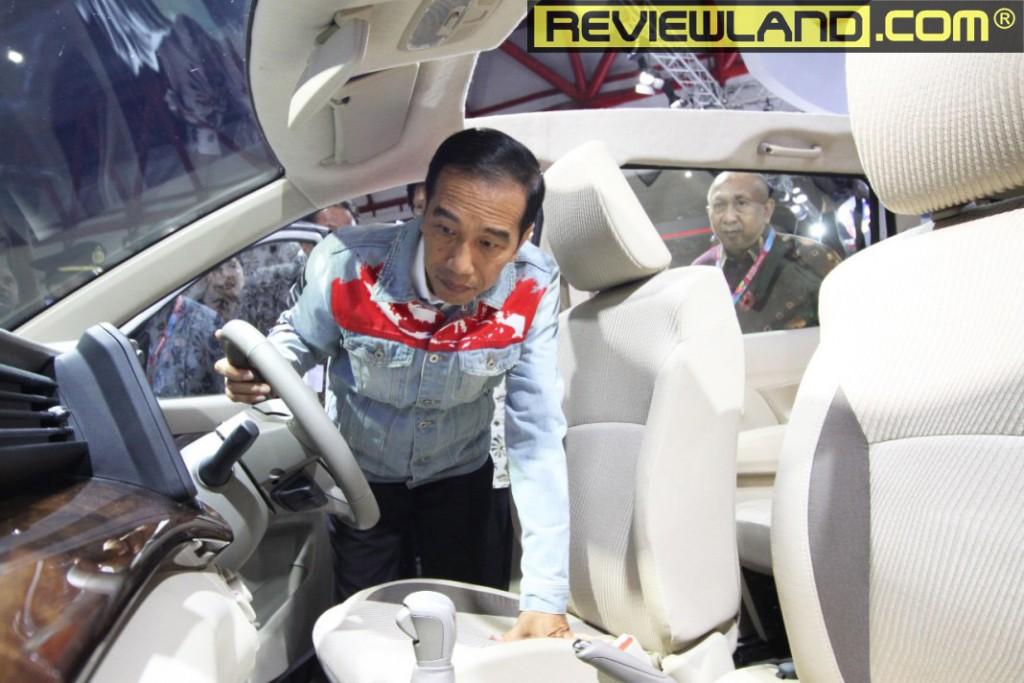 car-ertiga2018-jokowi1